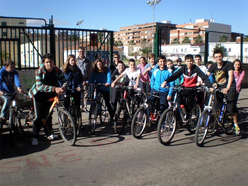 L institut 4 de tulell i el rei en jaume han celebrat conjuntament a alzira el dia de la bici - Librerias en alzira ...