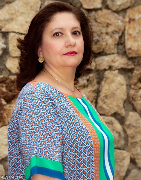 Rosa dolores esparza es la primera mujer que preside la cofrad a de la crucifixi n - Persianas esparza ...