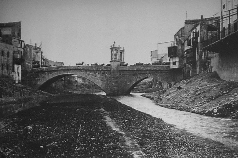 Alfonso rovira reconstruye con centenares de fotograf as el antiguo puente de sant bernat - Librerias en alzira ...